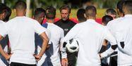Hervé Renard avec ses joueurs (1280x640) FADEL SENNA / AFP