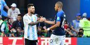 Messi avec Mbappé (1280x640) Luis Acosta / AFP