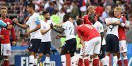 Joueurs français et danois à la fin du match (1280x640) Jewel SAMAD / AFP