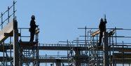 Dans la construction, le solde net de l'emploi bondit de 7%.