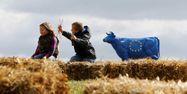 08.02.Agriculture agriculeur vache lait europe.KENZO TRIBOUILLARD  AFP.1280.640