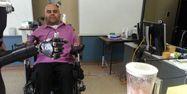 Tétraplégique actionne un bras artificiel par la pensée, 1280x640