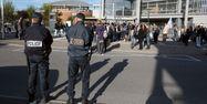 Policiers devant un établissement scolaire (1280x640) MIGUEL MEDINA / AFP