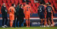 PSG Istanbul Basaksehir interruption propos racistes FRANCK FIFE / AFP