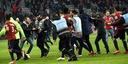 Supporters de Lille sur la pelouse face à Montpellier (1280x640) François LO PRESTI/AFP