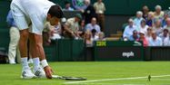 Novak Djokovic aux prises avec une mésange. (1280x640) Glyn KIRK/AFP