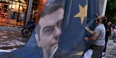 13.06.Grece.Tsipras.Europe.drapeau.LOUISA-GOULIAMAKI-AFP.1280.640