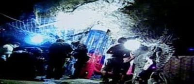 Pour les mineurs toujours sous terre, l'attente va être longue. 460200