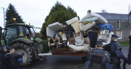 16.10_tracteur-squat-notre-930x620