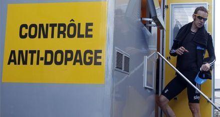 Bradley Wiggins au contrôle antidopage (930x620)