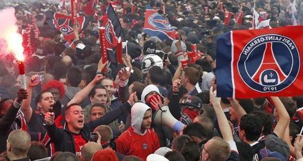Les ultras du PSG au Trocadéro (930x620)