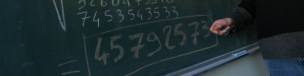 08.09.Bandeau.Tableau calcul chiffre nombre tableau math.FRANCOIS NASCIMBENI  AFP.1280.320