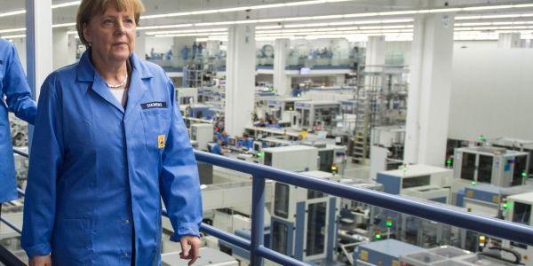 AFP - Angela Merkel en visite chez Siemens, à Amberg.