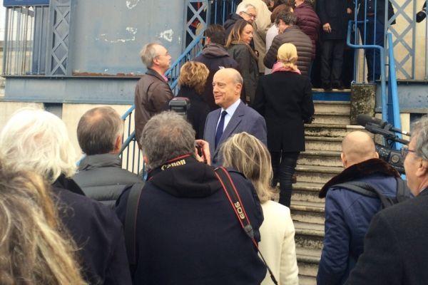 Alain Juppé en train de voter (960x640)