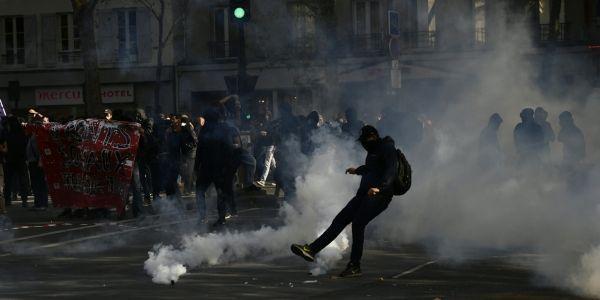 Quelques échauffourées ont opposé manifestants et forces de l'ordre. @ CHRISTOPHE SIMON / AFP