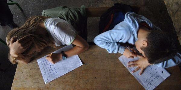 Ecole-primaire-la-dictee-quotidienne-est-elle-vraiment-la-panacee