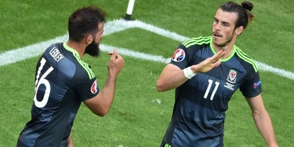 Gareth-Bale-avec-le-pays-de-Galles-a-l-Euro-2016-1280-x-640-PHILIPPE-HUGUEN-AFP