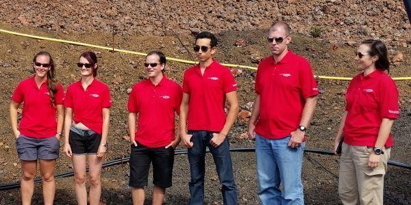 L'équipe de six volontaires pour la mission sur Mars crédit : PETE ROMA / UNIVERSITY OF HAWAII AT MANOA / AFP