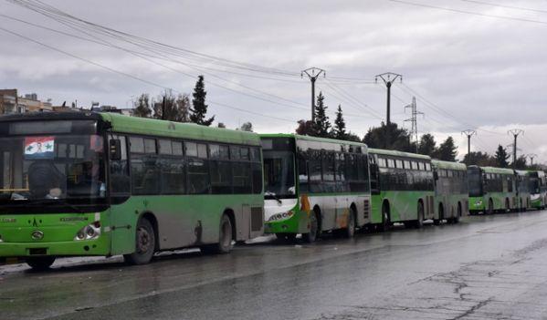 Les bus attendent à Alep