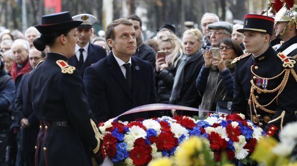 Emmanuel Macron a déposé une gerbe devant la statue de Georges Clemenceau © FRANCOIS GUILLOT / AFP