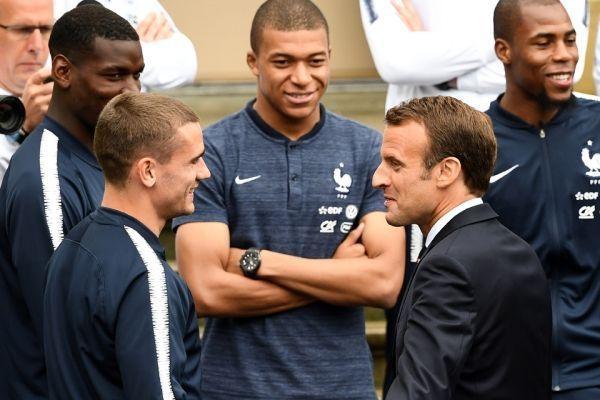 Macron avec Griezmann (960x640) Franck FIFE/AFP