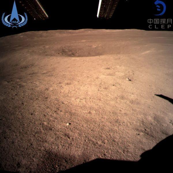 Dès son arrivée, Chang'e 4 a envoyé de première photos de la face cachée de la Lune / HANDOUT / CHINA NATIONAL SPACE ADMINISTRATION / AFP