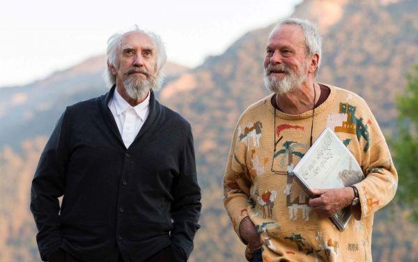 """Jonathan Pryce (à gauche) et Terry Gilliam sur le tournage de """"L'homme qui tua Don Quichotte""""."""