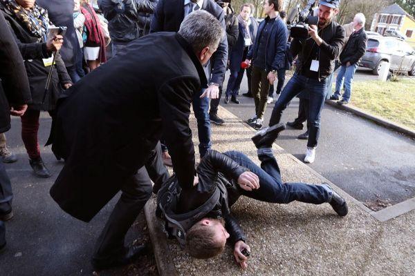 Un opposant à François Fillon appréhendé dans les Ardennes, jeudi 2 février.
