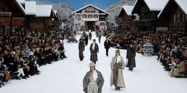 Chanel Devoile Sous La Neige La Derniere Collection De Karl