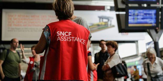 """Grève à la SNCF : le trafic restera """"très perturbé"""" samedi et dimanche, 5 TGV sur 6 annulés"""