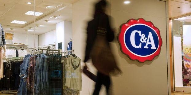 8d357ba2ddf Habillement   C A pourrait fermer 14 magasins en France