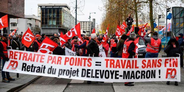 """Philippe appelle les grévistes à une trêve de Noël : """"À lui de retirer son projet"""", répond FO"""