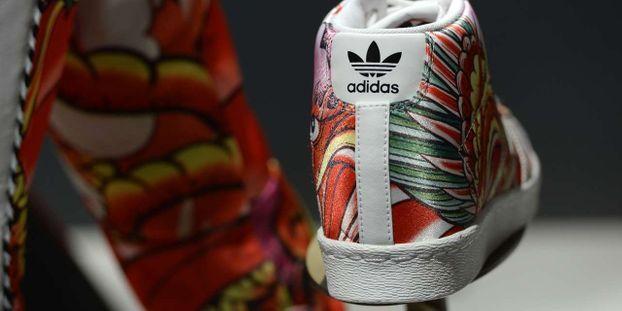 best service 79abd 8a26a Pourquoi Adidas rapatrie ses baskets en Europe