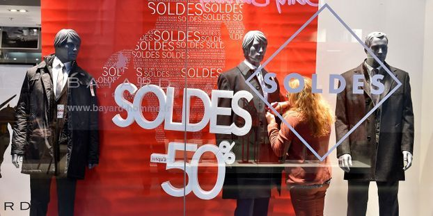 5c499230771 Soldes   que deviennent les vêtements invendus