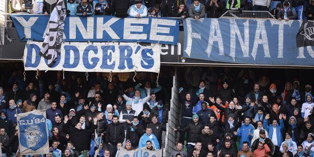 Carte Bleue Yankee.Elle Vole La Carte Bleue De Supporters De L Om Et Flambe