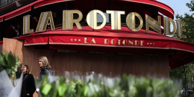 Enquête ouverte après un départ de feu à la brasserie La Rotonde, prisée de Macron