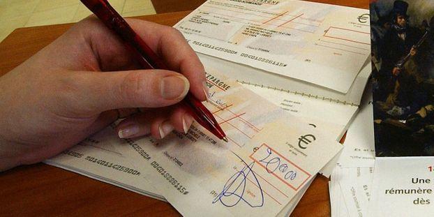 Lorient Un Conseiller Bancaire Licencie Pour Avoir Signe Un Cheque