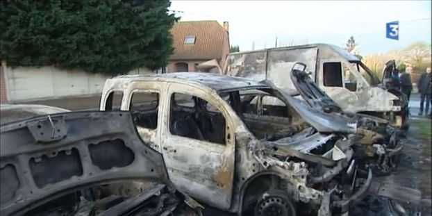 nord : une famille perd cinq voitures, toutes brûlées la nuit du