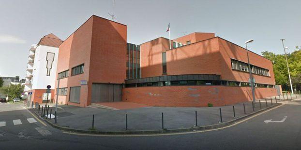 Les policiers intoxiqués ont été transportés au Centre hospitalier intercommunal de Créteil pour y être examinés.