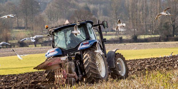 Apres L Annulation De Son Permis Il Va Faire Ses Courses En Tracteur
