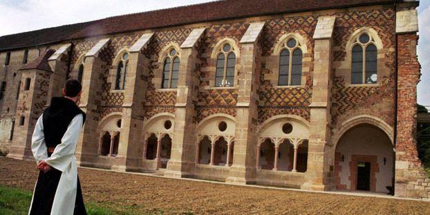 Fondée en 1098, l'abbaye de Citeaux est réputée pour ses fromages.