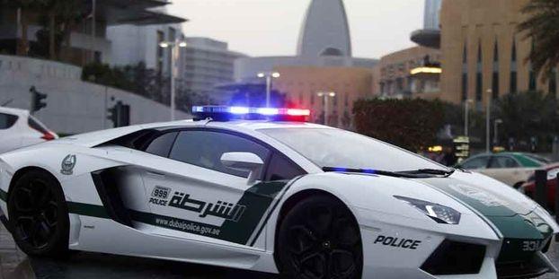 nouvelle voiture de luxe pour la police de duba. Black Bedroom Furniture Sets. Home Design Ideas