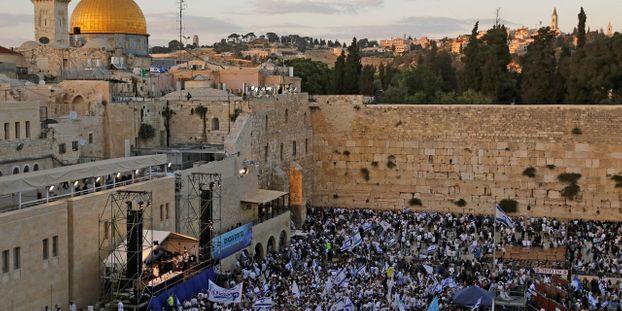 A Jerusalem Une Partie Du Mur Des Lamentations Fermee Apres La