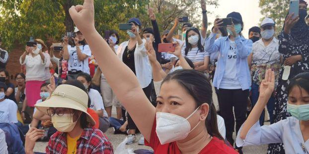 Des membres de minorités ethniques manifestent à Chiang Mai, en Thaïlande.
