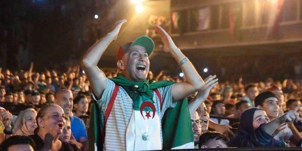 """CAN 2019 : en Algérie, """"le jour, on se sert du drapeau pour manifester, le soir pour célébrer les..."""