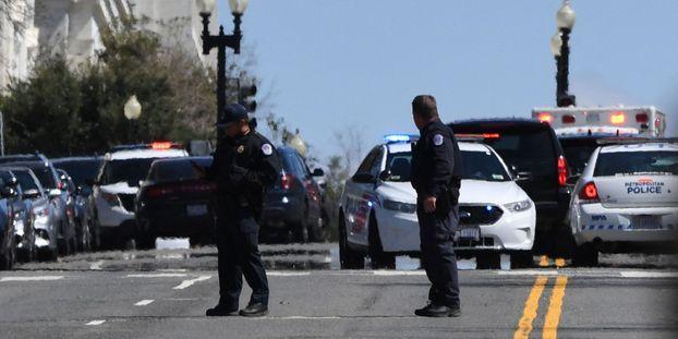 Deux policiers ont été blessés après avoir été heurtés par une voiture à Washington.