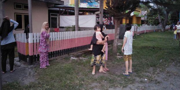 Indonésie : un mort, des centaines de maisons détruites après un violent séisme