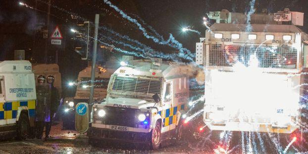 De nouveaux heurts ont éclaté jeudi soir en Irlande du Nord.