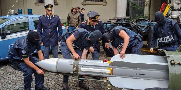 Italie : un arsenal de guerre saisi chez des sympathisants de l'extrême droite