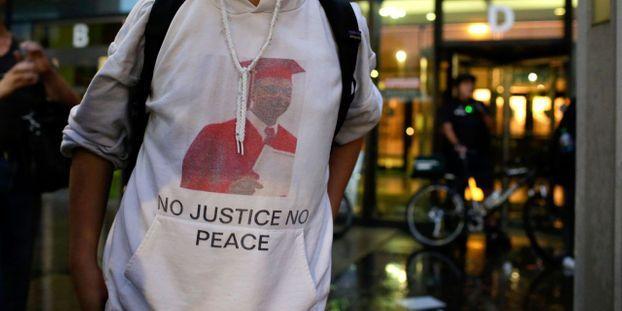 Jeune noir tué par un policier à Chicago : 4 policiers limogés pour avoir tenté de couvrir la bavure